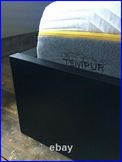Tempur Cooltouch Sensation Elite 25 D Mattress with 2 pillows hardly used